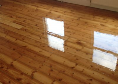 Finish lacquer floorboards 2