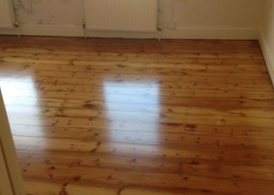 Finish lacquer floorboards